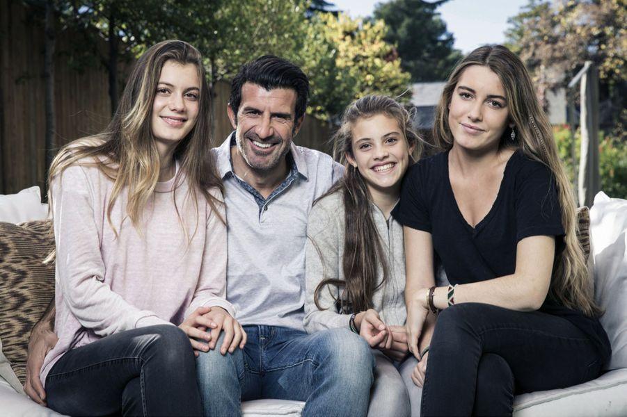 Daniela Figo (à dr.) avec son père, Luis Figo, et ses soeurs, Martina (à g.) et Stella.