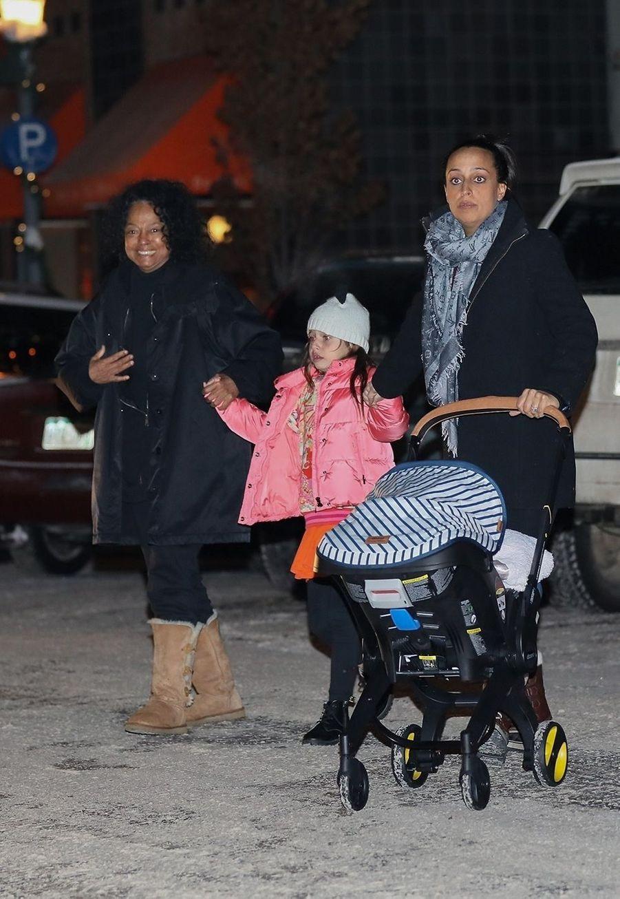Diana Ross à la sortie d'un restaurant avec sa fille Chudney et ses enfantsà Aspen le 17 décembre 2019
