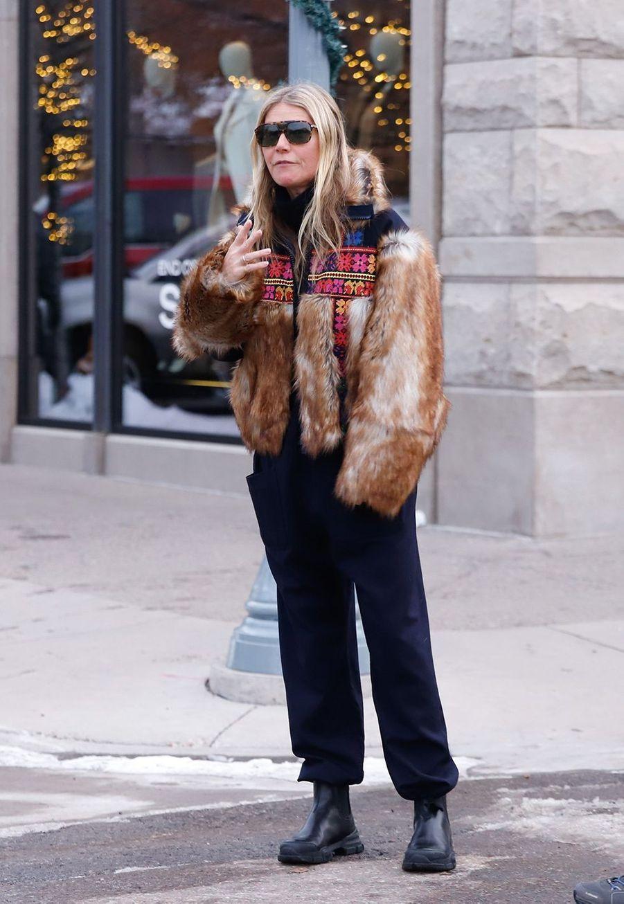Gwyneth Paltrow faitdu shopping à Aspen le 22 décembre 2019