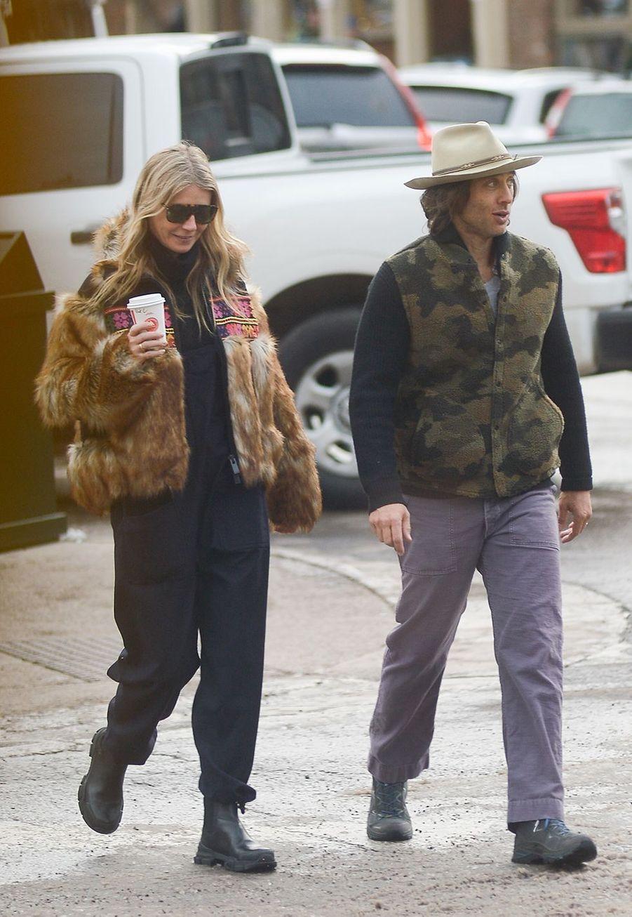 Gwyneth Paltrow et Brad Falchukfont du shopping à Aspen le 22 décembre 2019