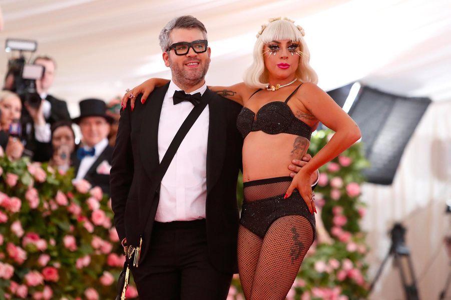 Brandon Maxwell et Lady Gaga au Gala du Met, le 6 mai 2019.