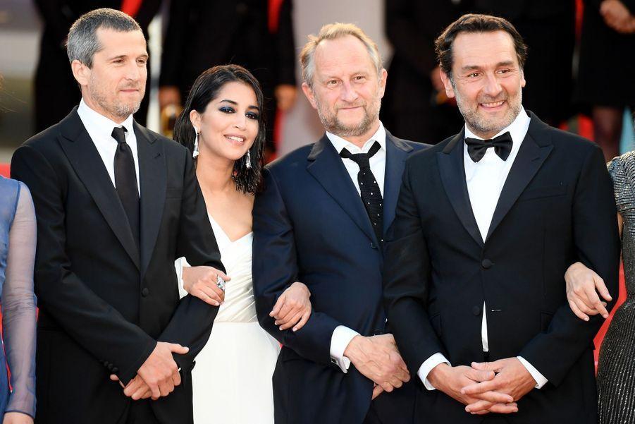 Leïla Bekhti aux côtés deGuillaume Canet, Benoit Poelvoorde et Gilles Lellouche au Festival de Cannes en mai 2018.