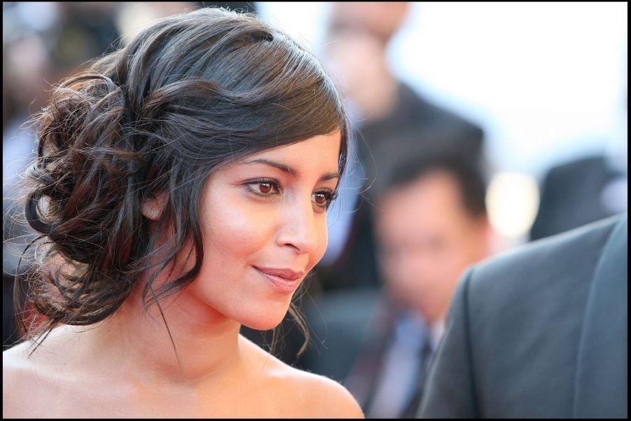 """Leïla Bekhti lors de la montée des marches pour le film """"Un prophète"""" au Festival de Cannes en 2009."""