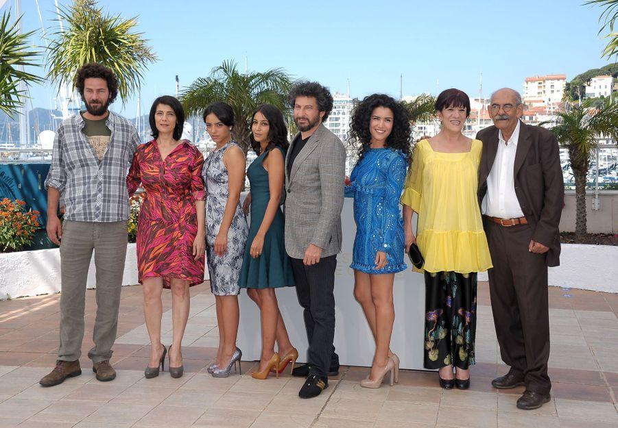 """Leïla Bekhti et l'équipe du film """"La Source Des Femmes"""" au Festival de Cannes en mai 2011."""