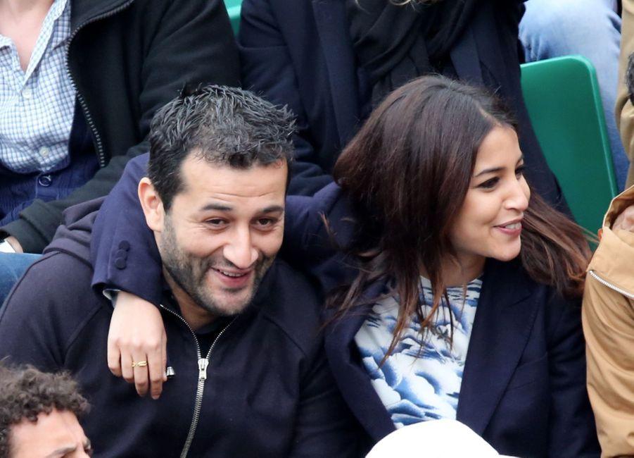 Leïla Bekhti et son frère assistent au 8eme sacre de Rafael Nadal lors des Internationaux de France a Roland Garros le 9 juin 2013