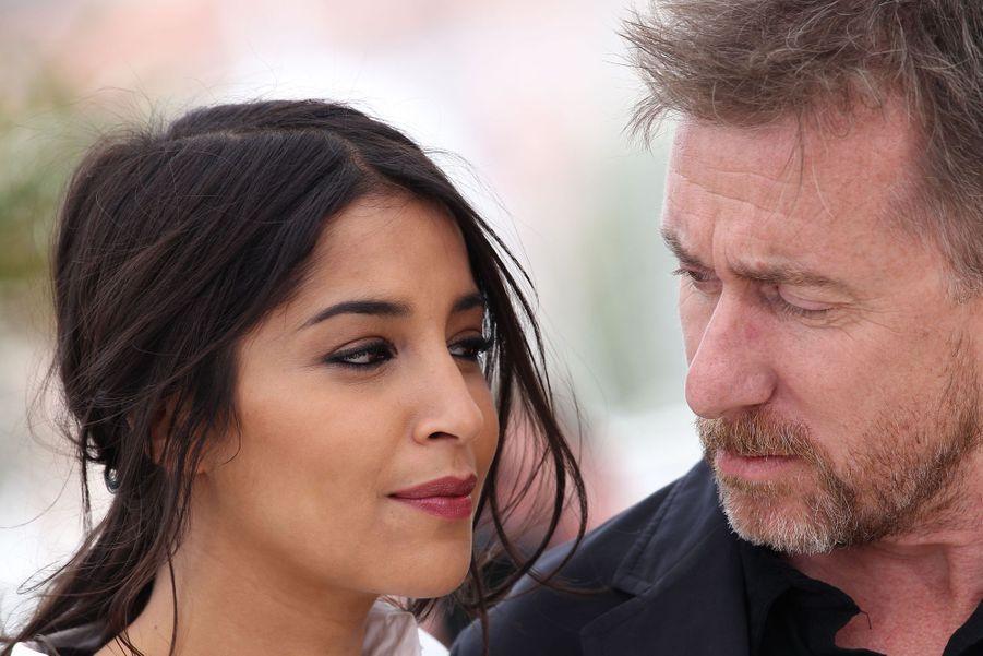 """Leïla Bekhti et Tim Roth, membres du jury """"Un certain regard"""" lors de la 65ème édition du Festival de Cannes en 2012."""