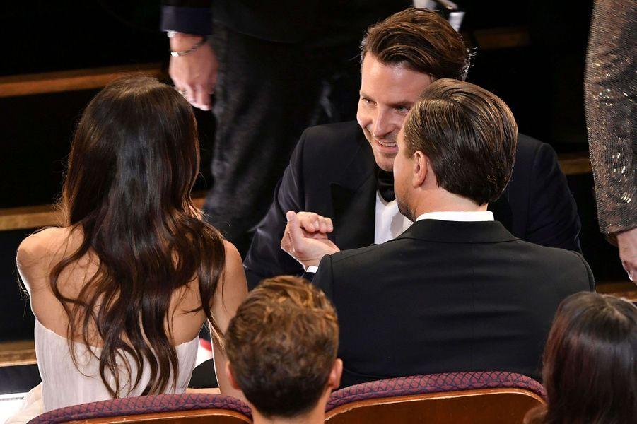 Camila Morrone et Leonardo DiCaprio avec Bradley Cooperlors des Oscars à Los Angeles le 9 février 2020