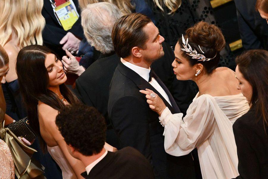 Camila Morrone et Leonardo DiCaprio avec Salma Hayeklors des Oscars à Los Angeles le 9 février 2020