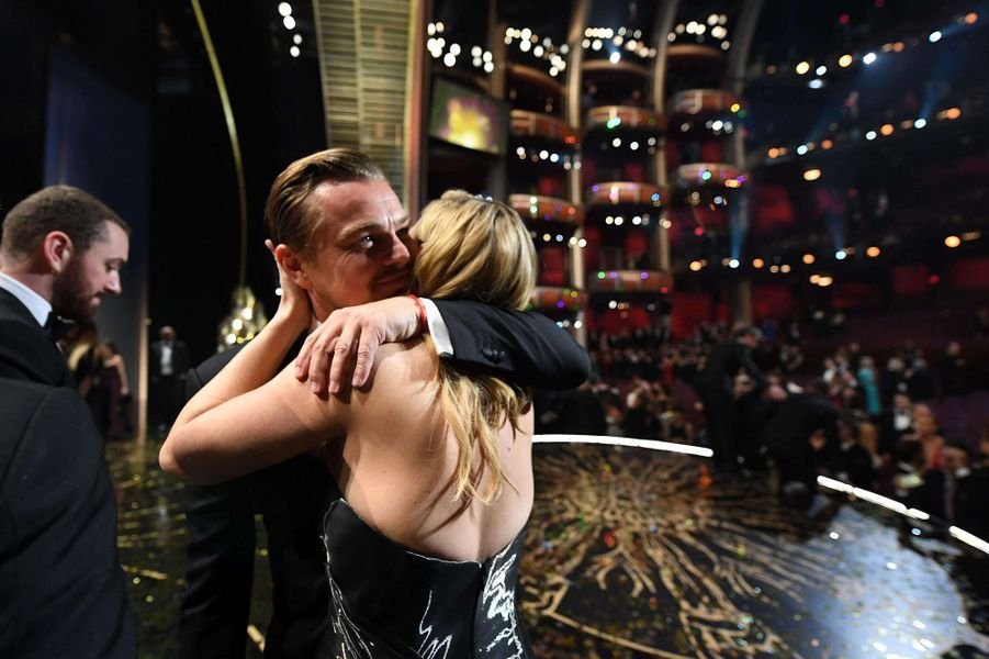 Kate Winslet et Leonardo DiCaprio fêtent l'Oscar du roi Leo, février 2016.