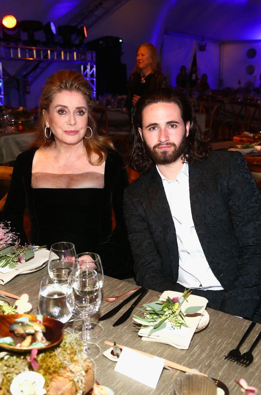 Catherine Deneuve et Christian Tye au gala de la Leonardo DiCaprio Foundadtion, le 15 septembre 2018 à Santa Rosa