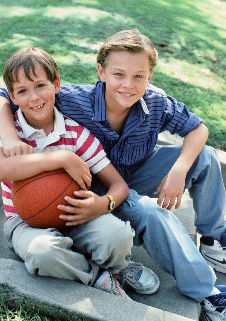 Max Elliott Slade et Leonardo DiCaprio jeunes.