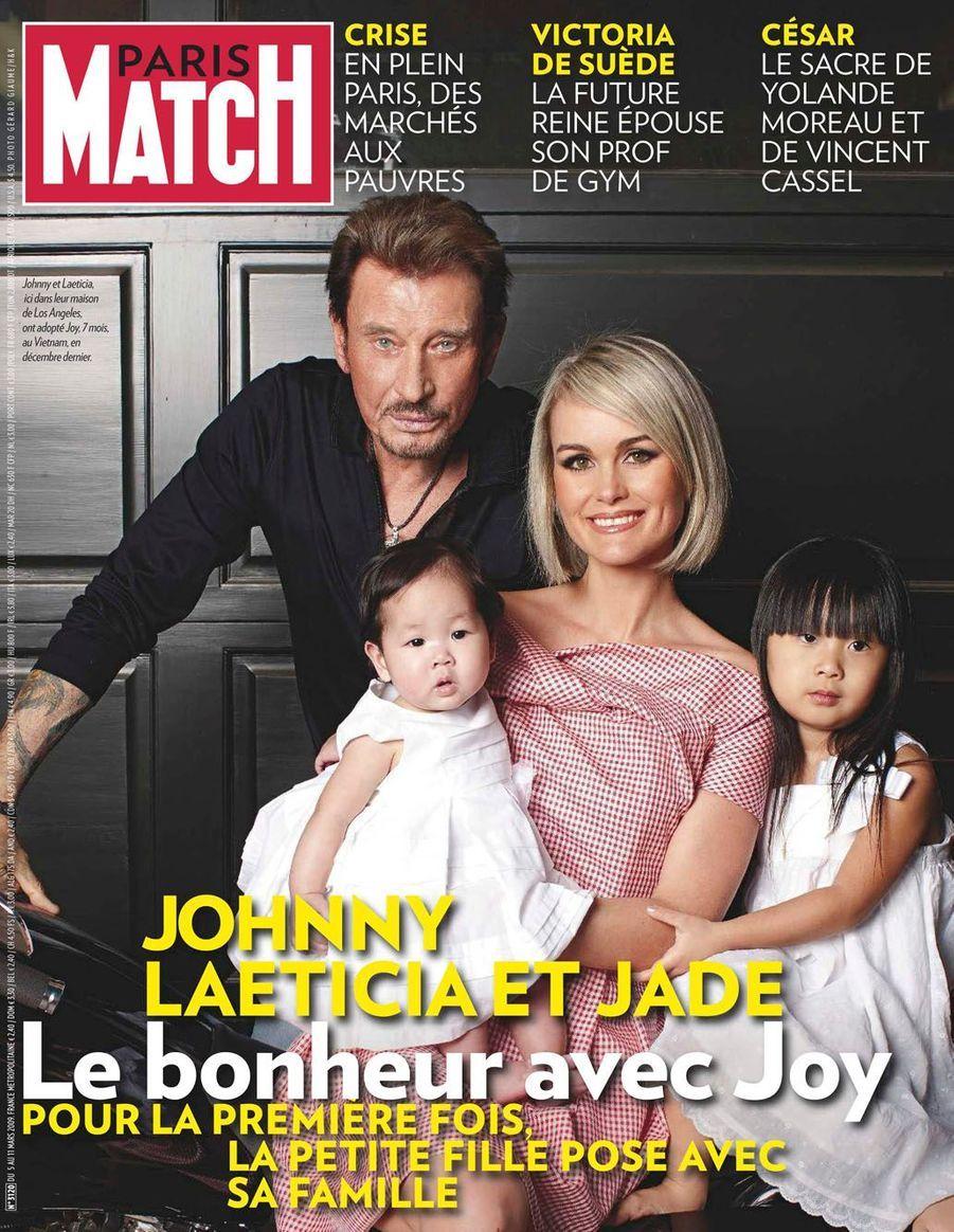 Johnny Hallyday et sa famille en couverture de Paris Match en 2009