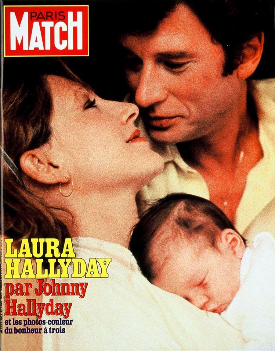 Johnny Hallyday, Nathalie Baye et leur fille Laura en couverture de Paris Match