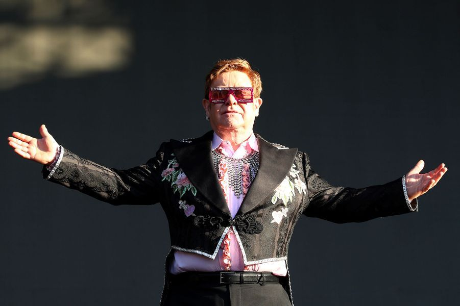 18 -Elton John, 84 millions de dollars