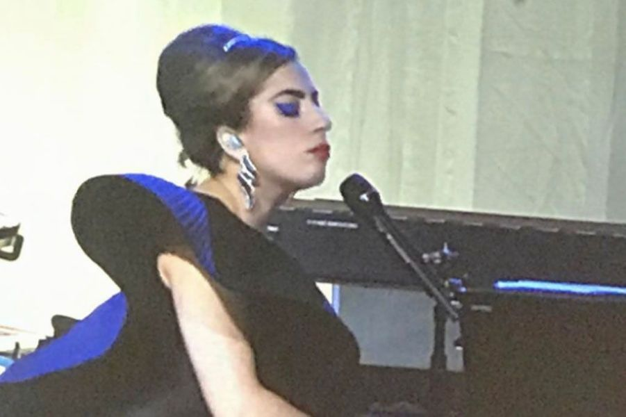 Lady Gaga en train de chanter