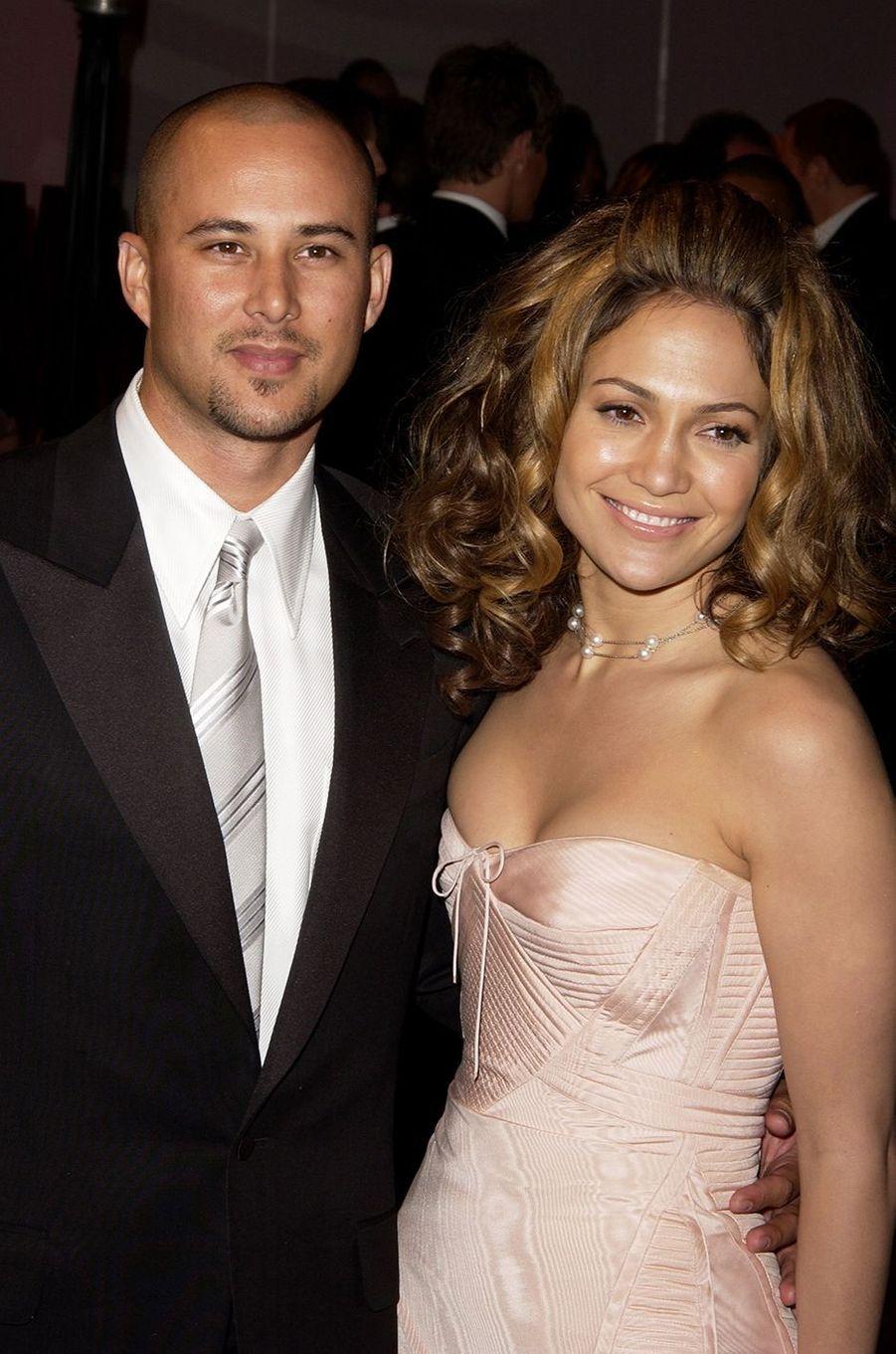 Cris Judd et Jennifer Lopez à l'after-party des Oscars à Los Angeles en mars 2002.Le couple a été marié entre 2001 et 2002.