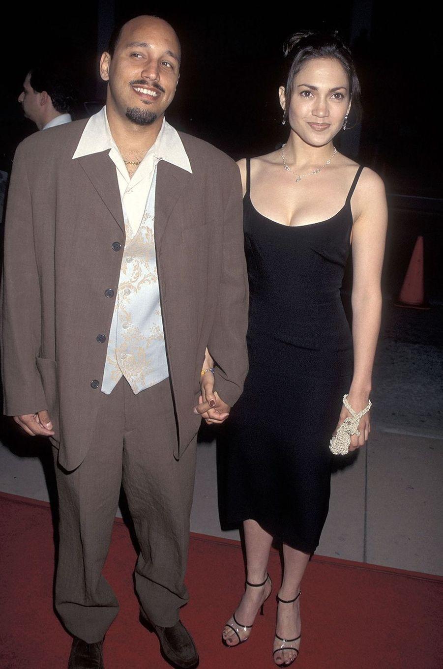 David Cruz et Jennifer Lopez à la première du film «My Family» à Hollywood en avril 1995. Le couple s'est fréquenté pendant plusieurs années entre les années 1980 et 1990.