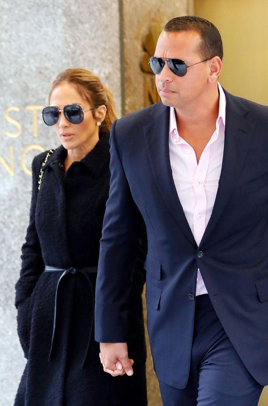 Jennifer Lopez et Alex Rodriguez à New York en avril 2017. Le couple se fréquente depuis le début de l'année 2017 et s'est fiancé en 2019.