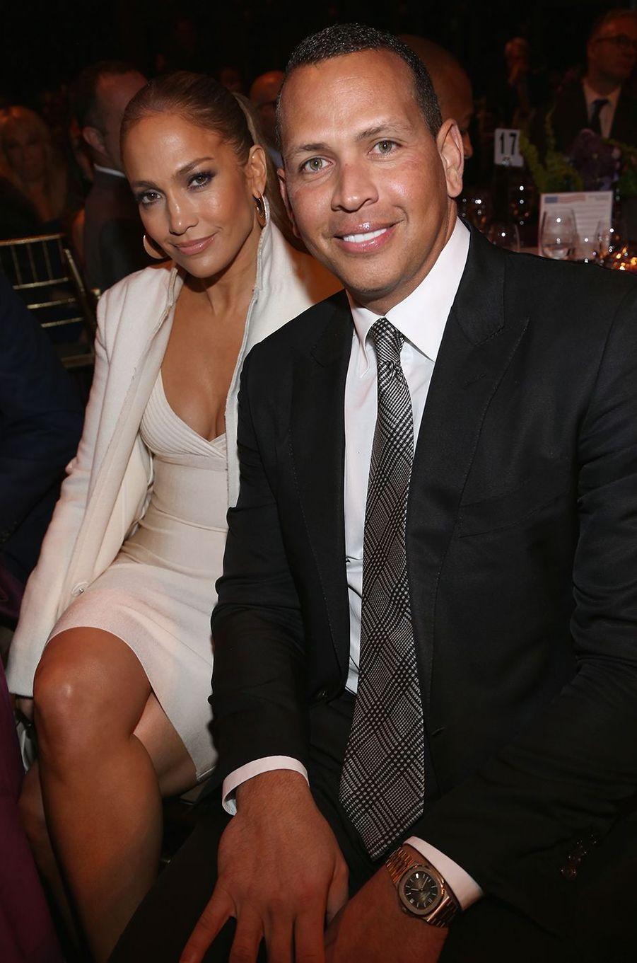 Jennifer Lopez et Alex Rodriguez lors d'un gala caritatif à New York en novembre 2017.Le couple se fréquente depuis le début de l'année 2017 et s'est fiancé en 2019.