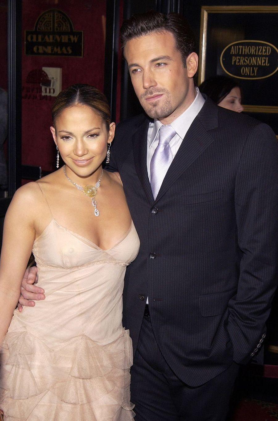 Jennifer Lopez et Ben Affleck à la première du film «Coup de foudre à Manhattan» à New York en décembre 2002. Les deux acteurs ont vécu une idylle très médiatisée entre 2002 et 2004.