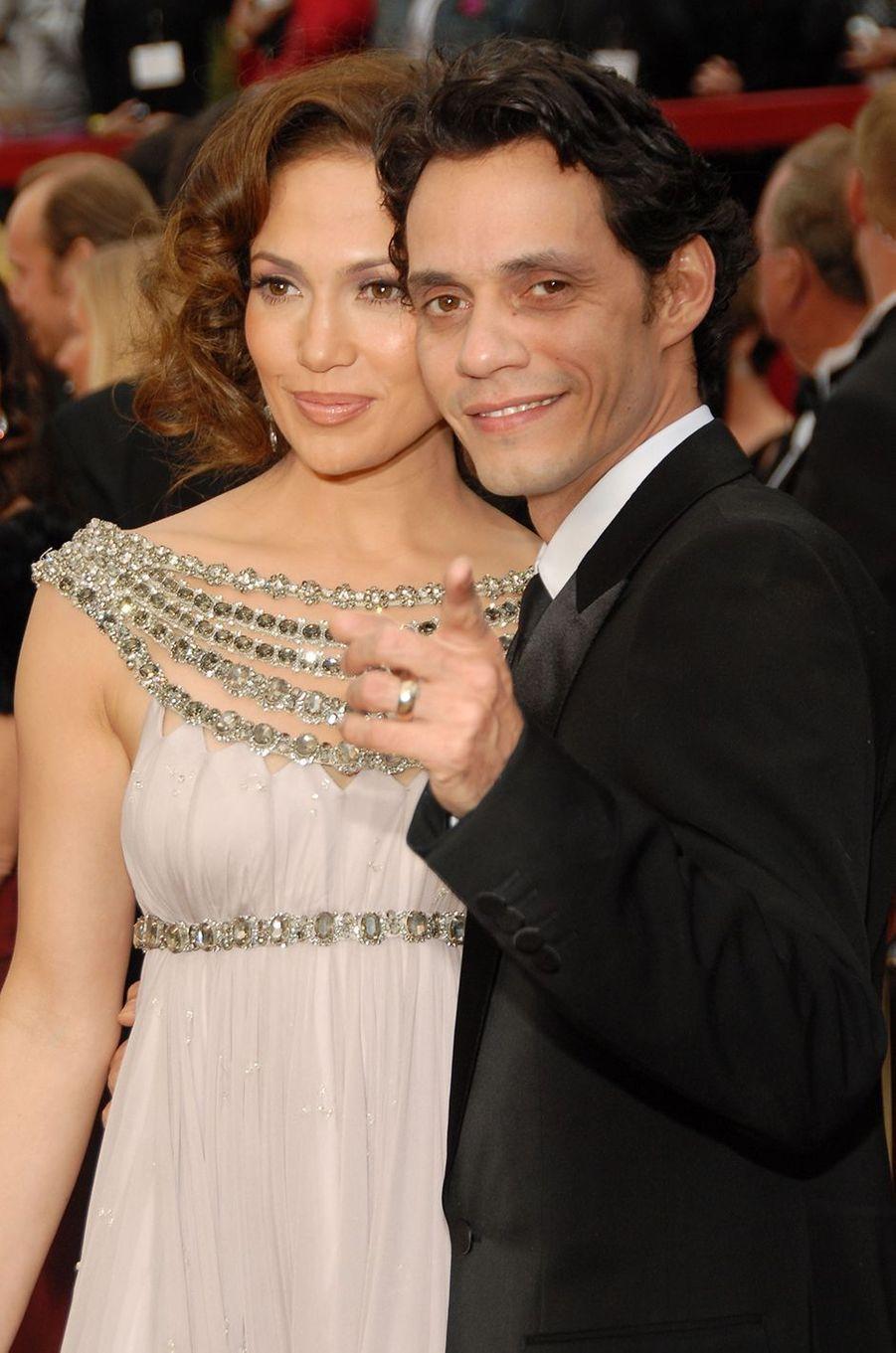 Jennifer Lopez et Marc Anthony aux Oscars à Los Angeles en février 2007. Le couple a commencé à se fréquenter en 2004, s'est marié la même année, et a rompu en 2011. Le divorce a été officialisé en 2014.