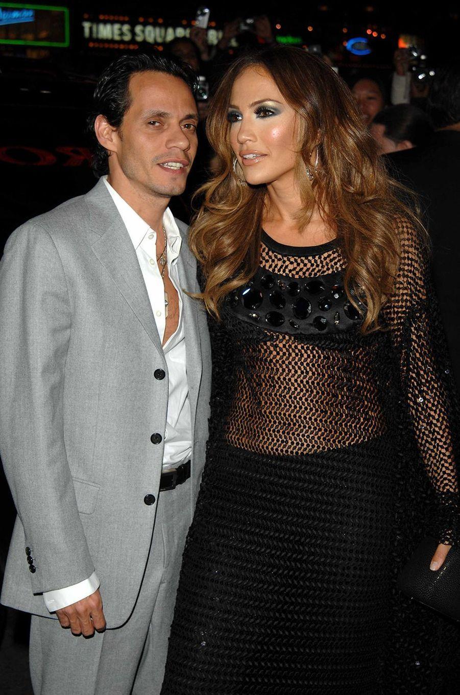 Marc Anthony et Jennifer Lopez lors d'une soirée à New York en mars 2007.Le couple a commencé à se fréquenter en 2004, s'est marié la même année, et a rompu en 2011. Le divorce a été officialisé en 2014.