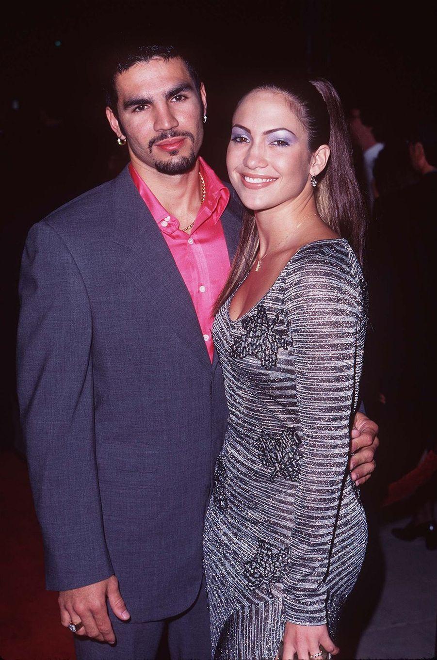 Ojani Noa et Jennifer Lopez à la première du film «U-Turn» à Los Angeles en septembre 1997.Le couple a été marié entre 1997 et 1998.