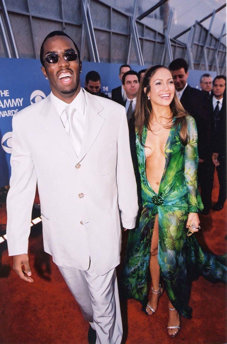 Sean Combs et Jennifer Lopez aux Grammy Awards à Los Angeles en février 2000.Le duo de stars s'est fréquenté plusieurs mois entre 1999 et 2000.
