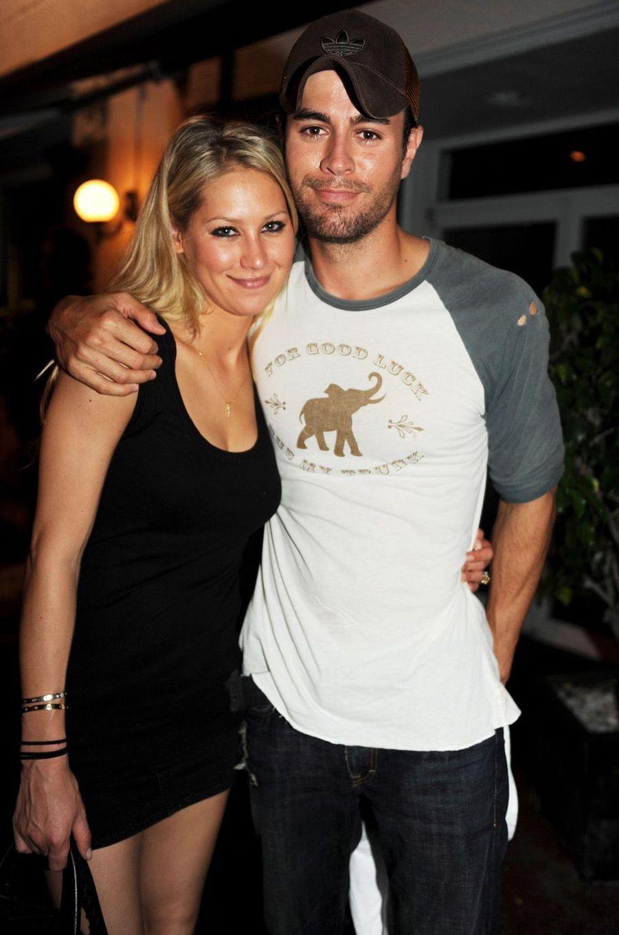 Enrique Iglesias et Anna Kournikova ont eu des jumeaux, prénommés Nicholas et Lucy, en décembre 2017.