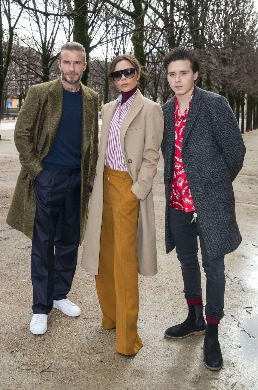 Les Beckham à l'entrée du défilé Louis Vuitton le 18 janvier à Paris