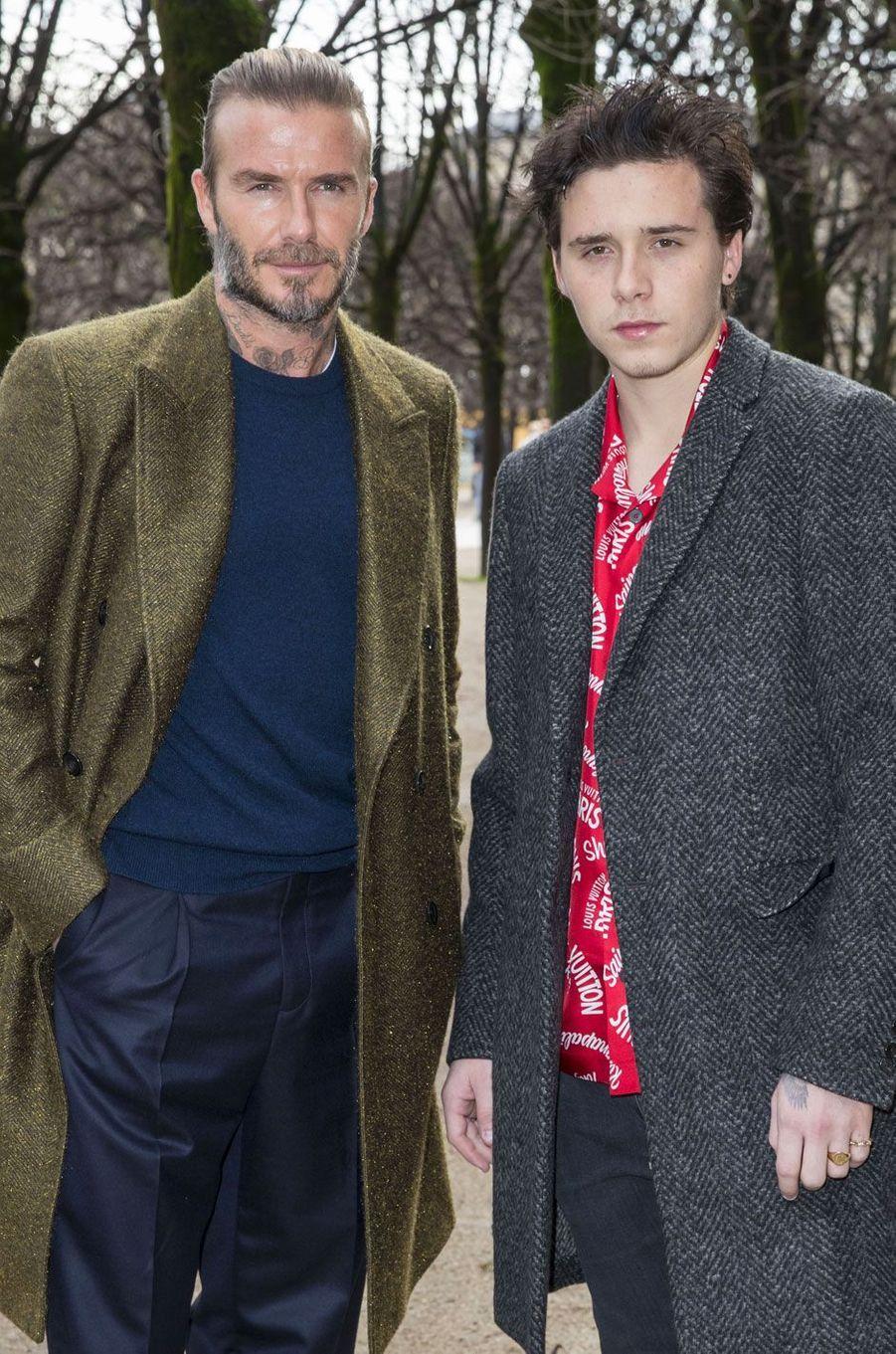 David et Brooklyn Beckham à l'entrée du défilé Louis Vuitton le 18 janvier à Paris