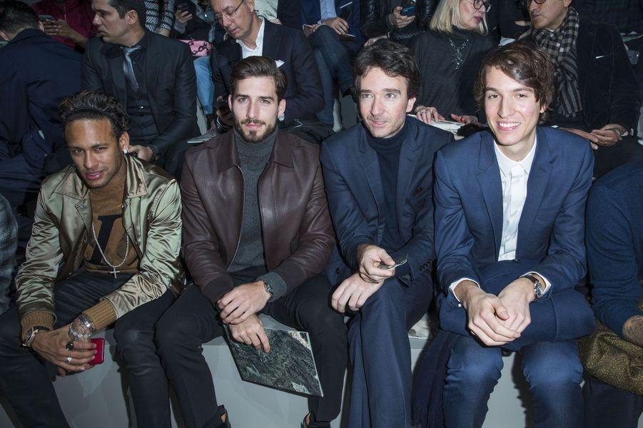 Neymar JR, Kevin Trapp et Antoine Arnault au défilé Louis Vuitton le 18 janvier à Paris