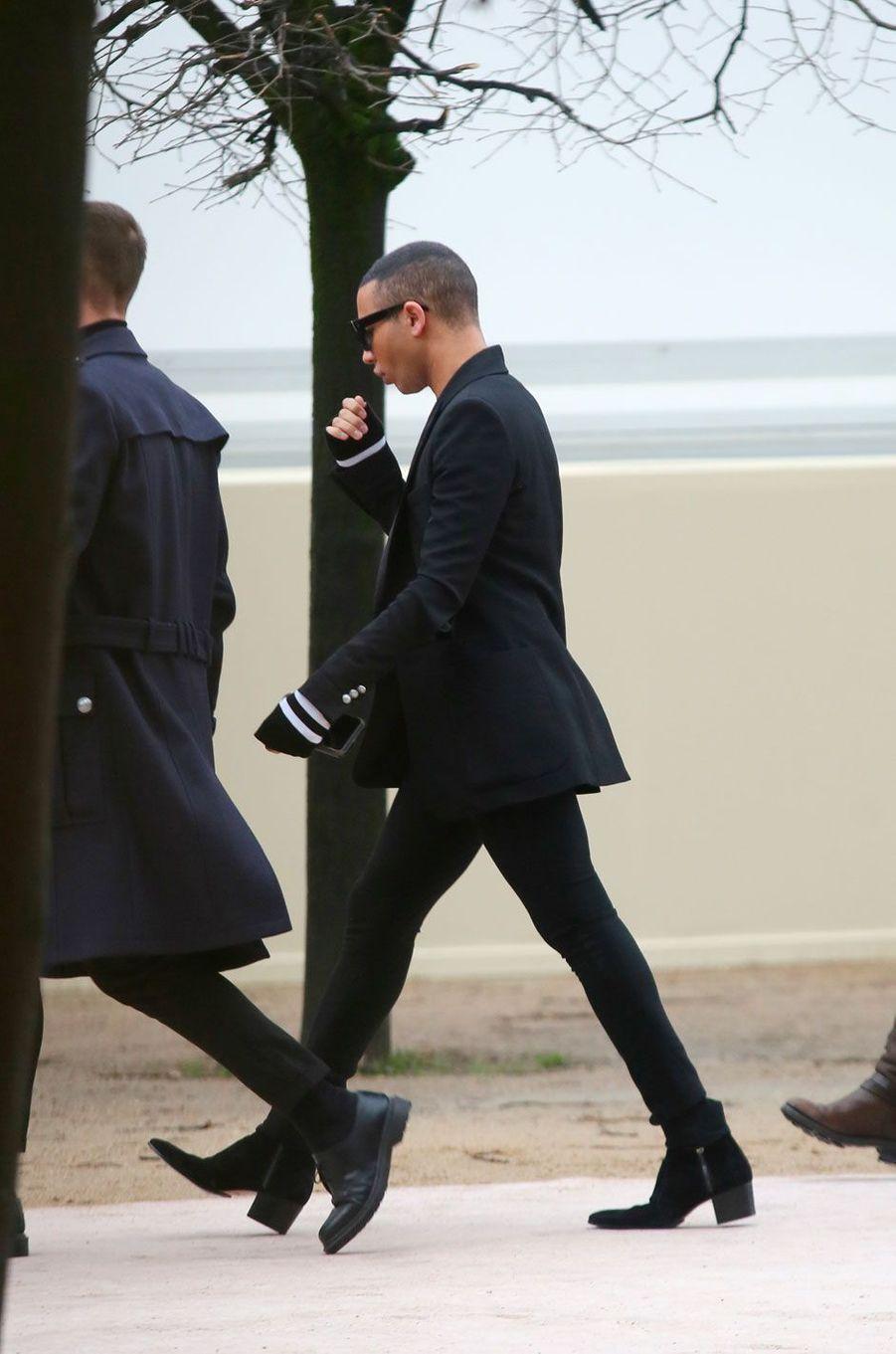 Olivier Rousteing à l'entrée du défilé Louis Vuitton le 18 janvier à Paris
