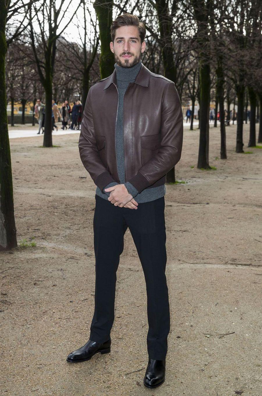 Kevin Trapp à l'entrée du défilé Louis Vuitton le 18 janvier à Paris