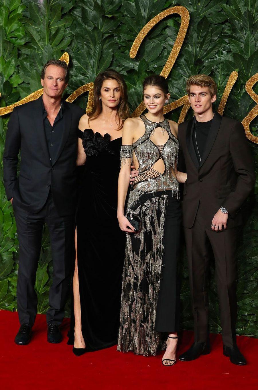 Kaia Gerber avec son père, sa mère et son frère
