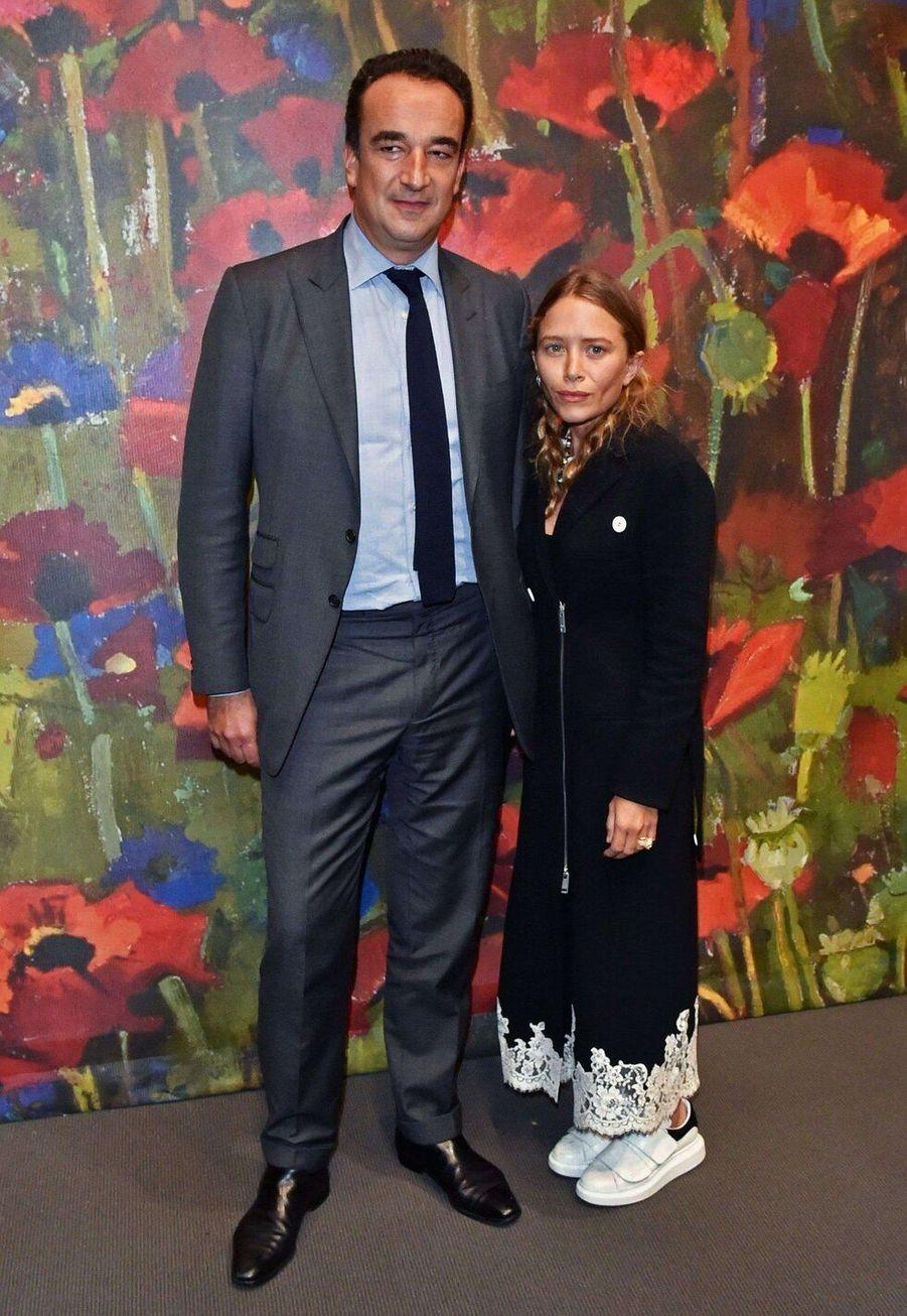 Mary-Kate Olsen et Olivier Sarkozy, mariés depuis 2015, ont 17 ans de différence d'âge.