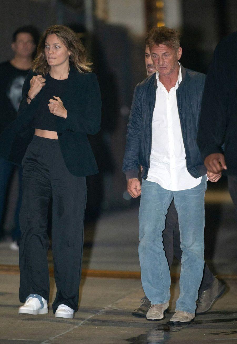 Sean Penn et Leila George, en couple depuis 2016, ont 32 ans de différence d'âge.