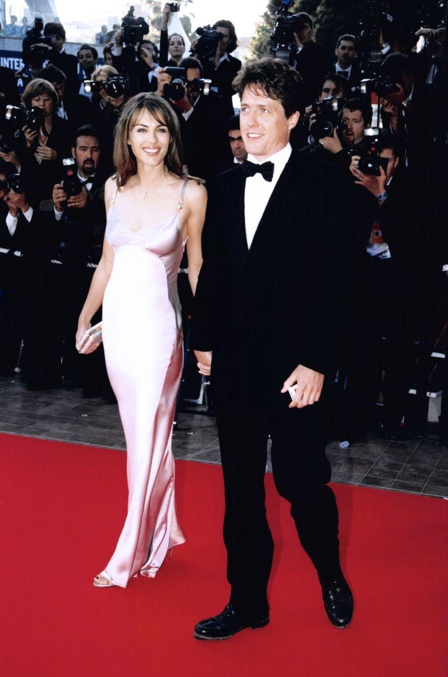 Liz Hurley et Hugh Grant en 1997. Ils se sont rencontrés en 1987 et se sont séparés en 2000.