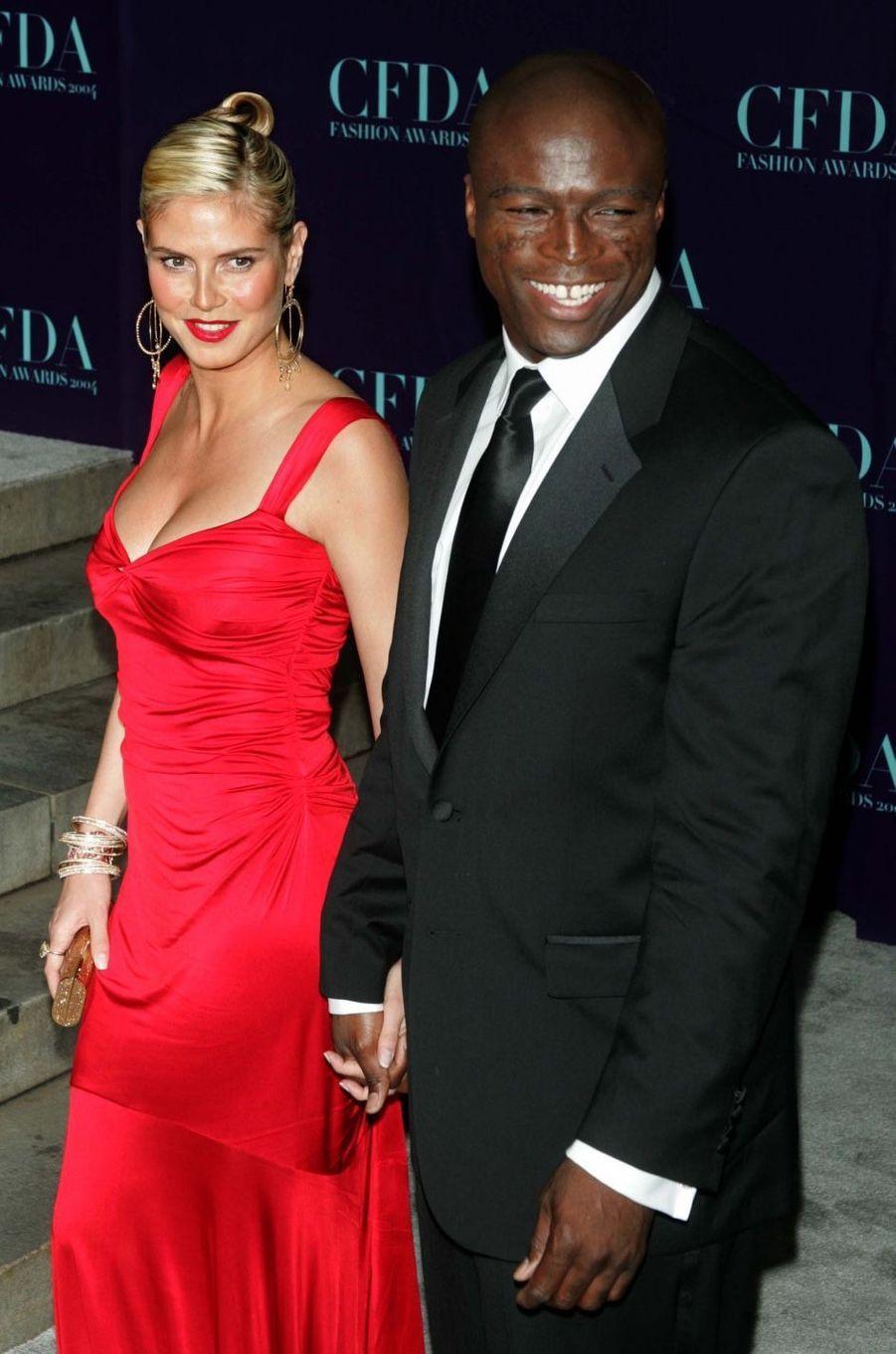 Heidi Klum et Seal en 2004. Ils se sont mariés en 2005 et ont divorcé en 2012. Ils ont aussi eu quatre enfants.