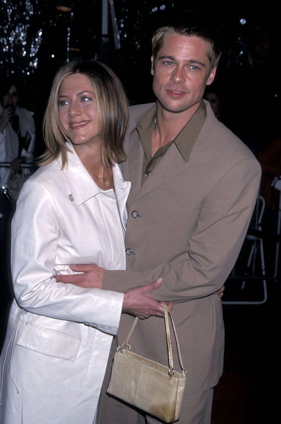 Jennifer Aniston et Brad Pitt en 2001. Leur relation s'est achevé en 2005 après cinq ans de mariage.