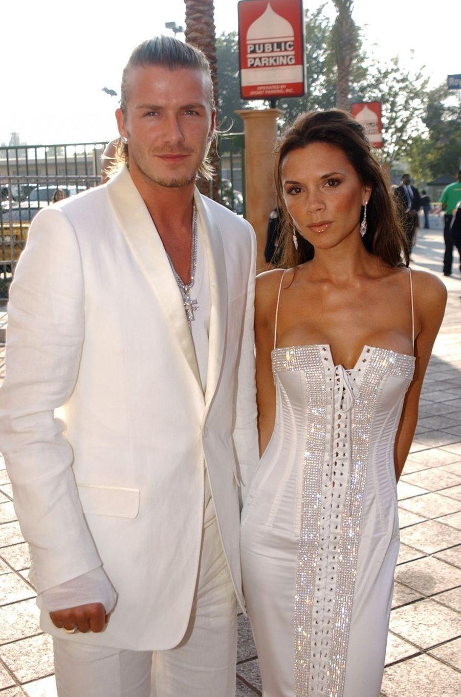 Victoria et David Beckham en 2003. Ils se sont mariés en 1999 et ont eu quatre enfants, Brooklyn, Romeo, Cruz et Harper.