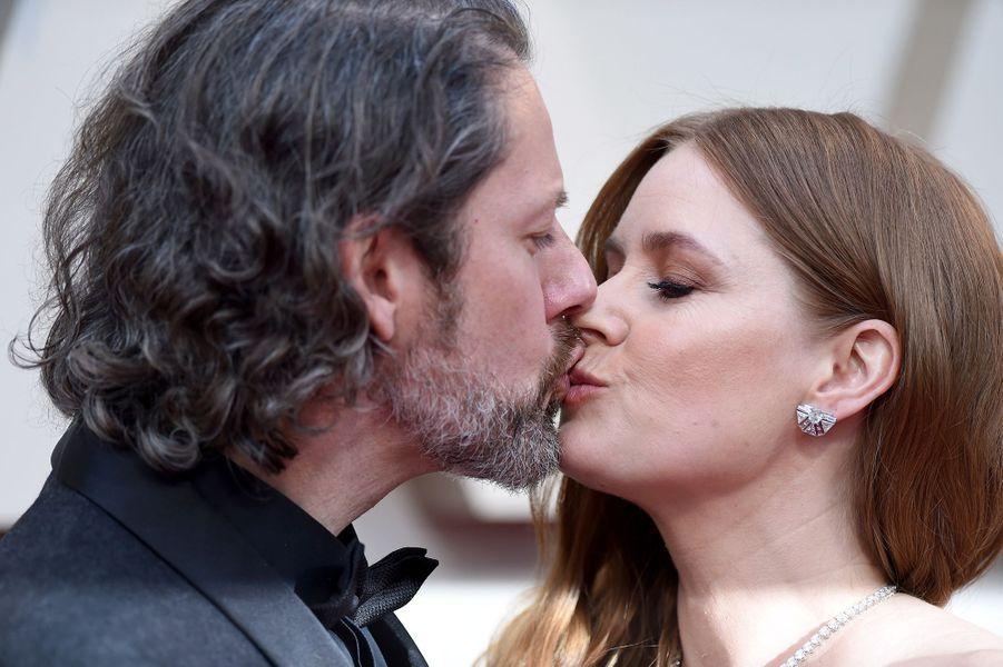 Darren Le Gallo et Amy Adamssur le tapis rouge de la 91e cérémonie des Oscars le 24 février 2019