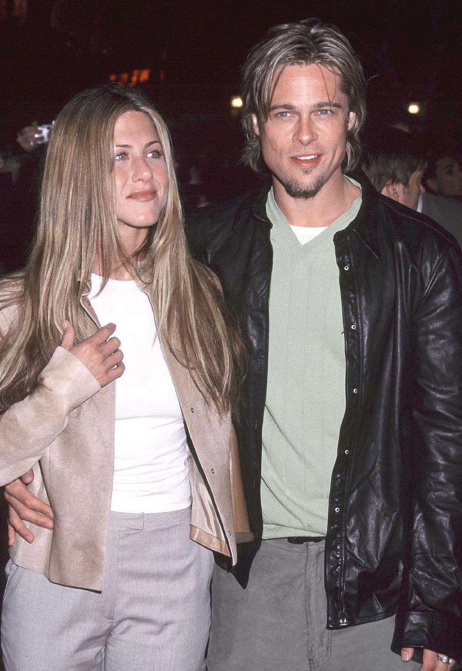 "Brad Pitt et Jennifer Aniston à la première du film ""Erin Brockovich"" à Los Angeles en mars 2000"