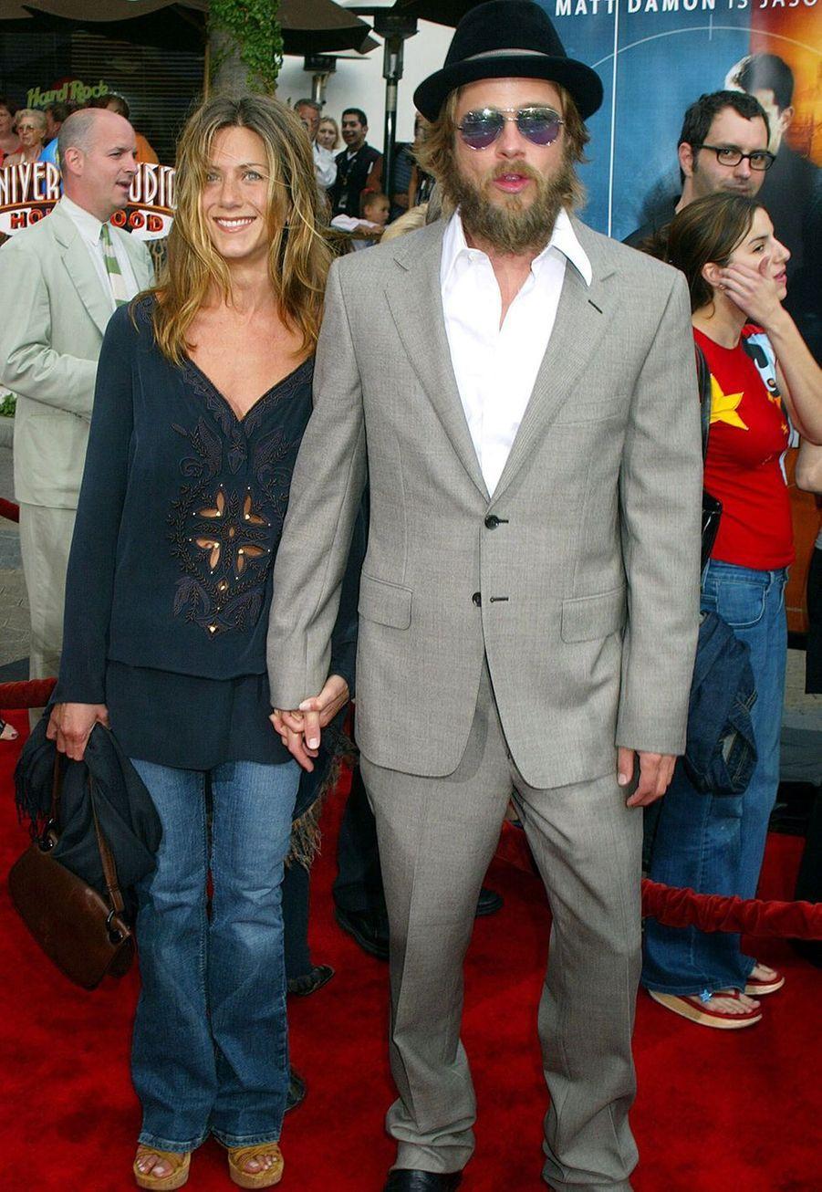 """Jennifer Aniston et Brad Pitt à la première du film """"La mémoire dans la peau"""" à Los Angeles en juin 2002"""