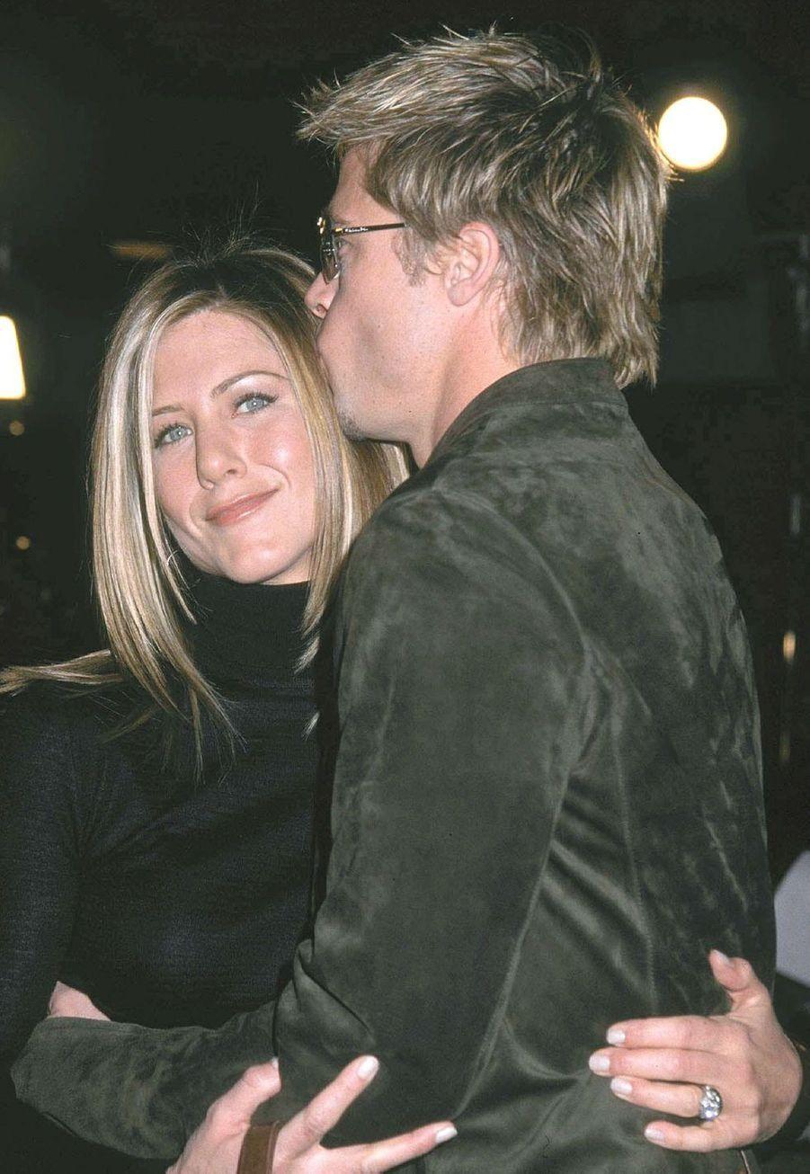 """Jennifer Aniston et Brad Pitt à la première du film """"Spy Game"""" à Los Angeles en novembre 2001"""