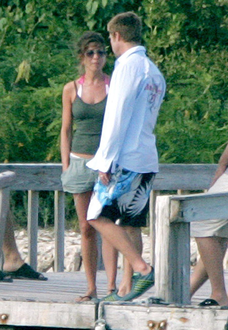 Jennifer Aniston et Brad Pitt lors de leurs dernières vacances àAnguilla le 2 janvier 2005, notamment avec leurs amis Courteney Cox et David Arquette. Cinq jours plus tard, le couple se séparait.F