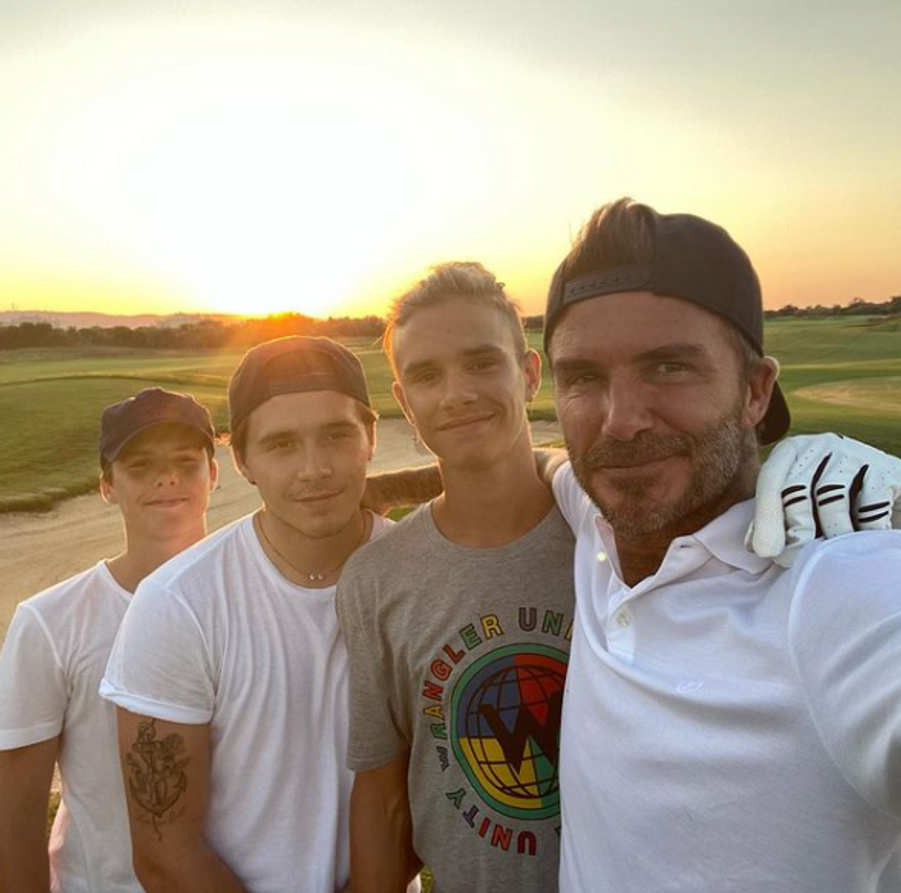 Cruz, Brooklyn et Romeo Beckham avec leur père David Beckham en août 2020