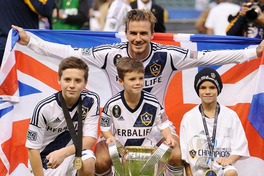 Brooklyn, Cruz et Romeo Beckham avec leur père David Beckham en décembre 2012