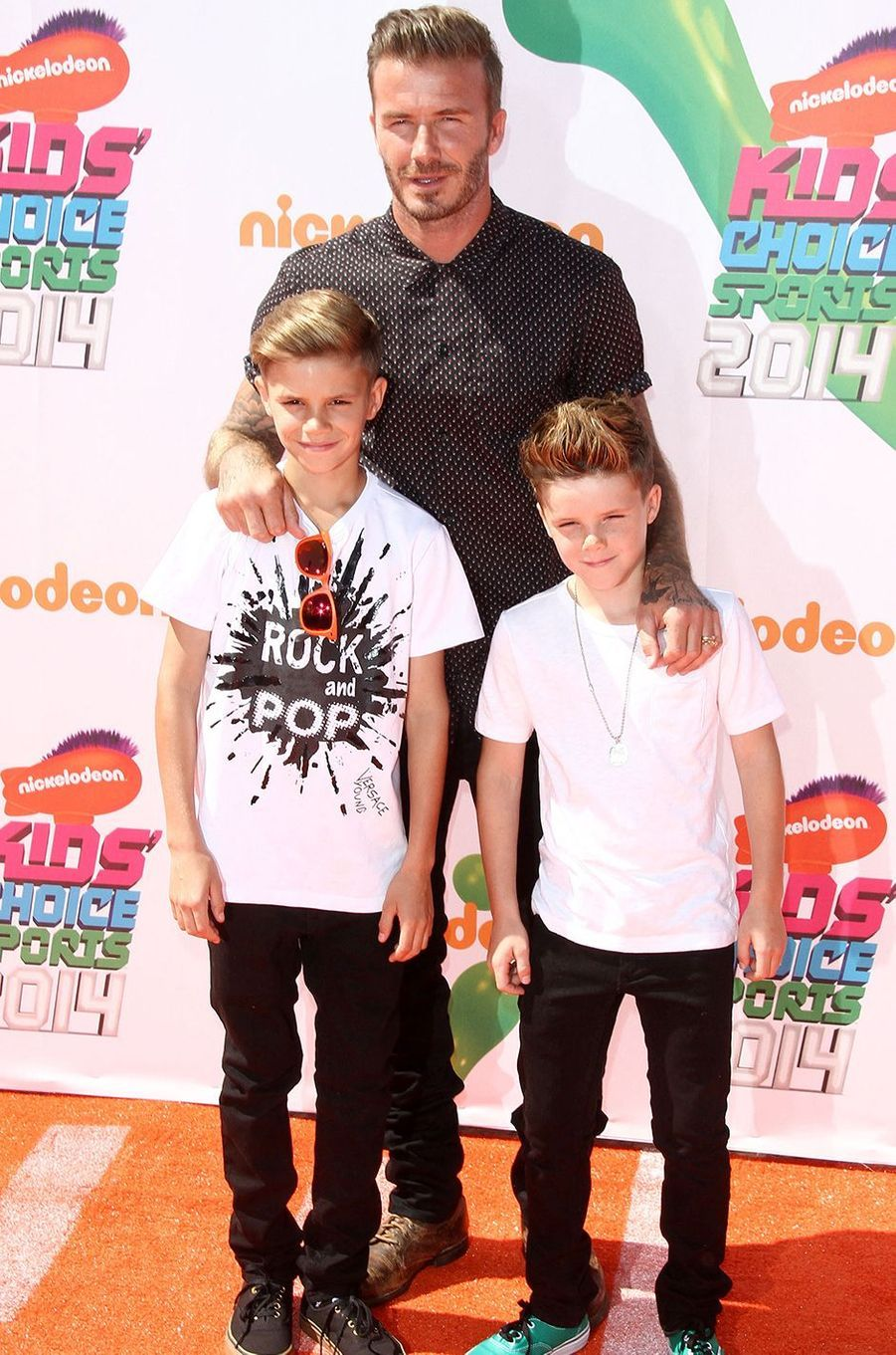Romeo et Cruz Beckham avec leur père David Beckham en juillet 2014