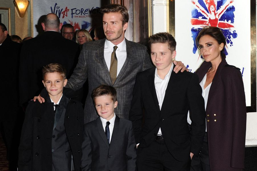 Romeo, Cruz et Brooklyn Beckham avec leurs parents David et Victoria Beckham en décembre 2012